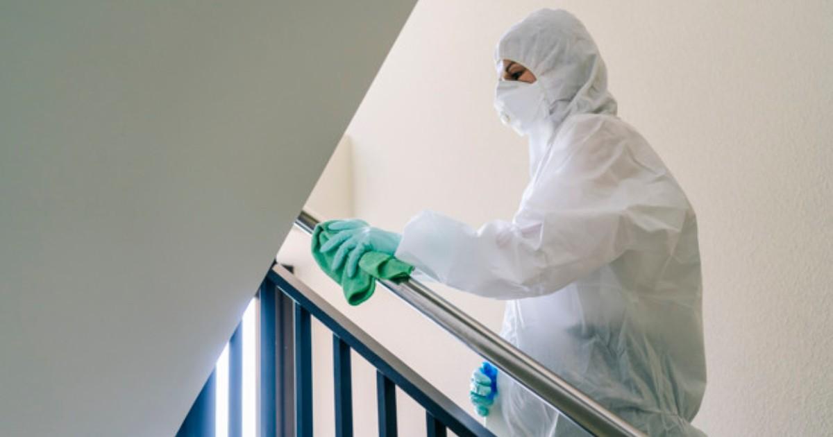 ¿Cómo deben ser los equipos de protección personal para el personal de limpieza y mantenimiento de instalaciones?